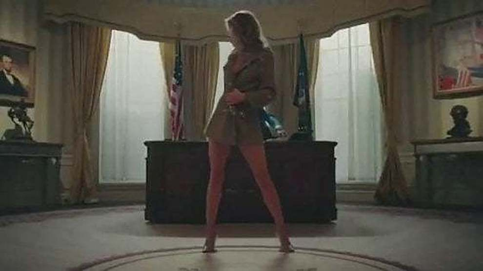Melania Trump nuda alla Casa Bianca? Scoppia la polemica: ecco cosa c'è dietro