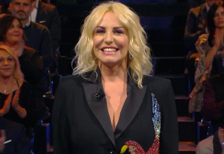 Sanremo Young, fischi e urla in diretta. Antonella Clerici: «Ma perché capita sempre a me?»