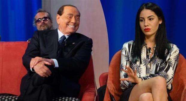 Silvio Berlusconi fa i complimenti a Giulia de Lellis al Maurizio Costanzo Show: «Sei bellissima»