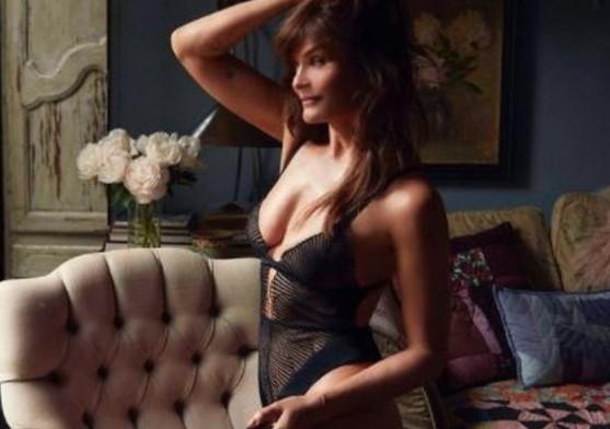 Helena Christensen ad alto tasso erotico in lingerie a 53 anni
