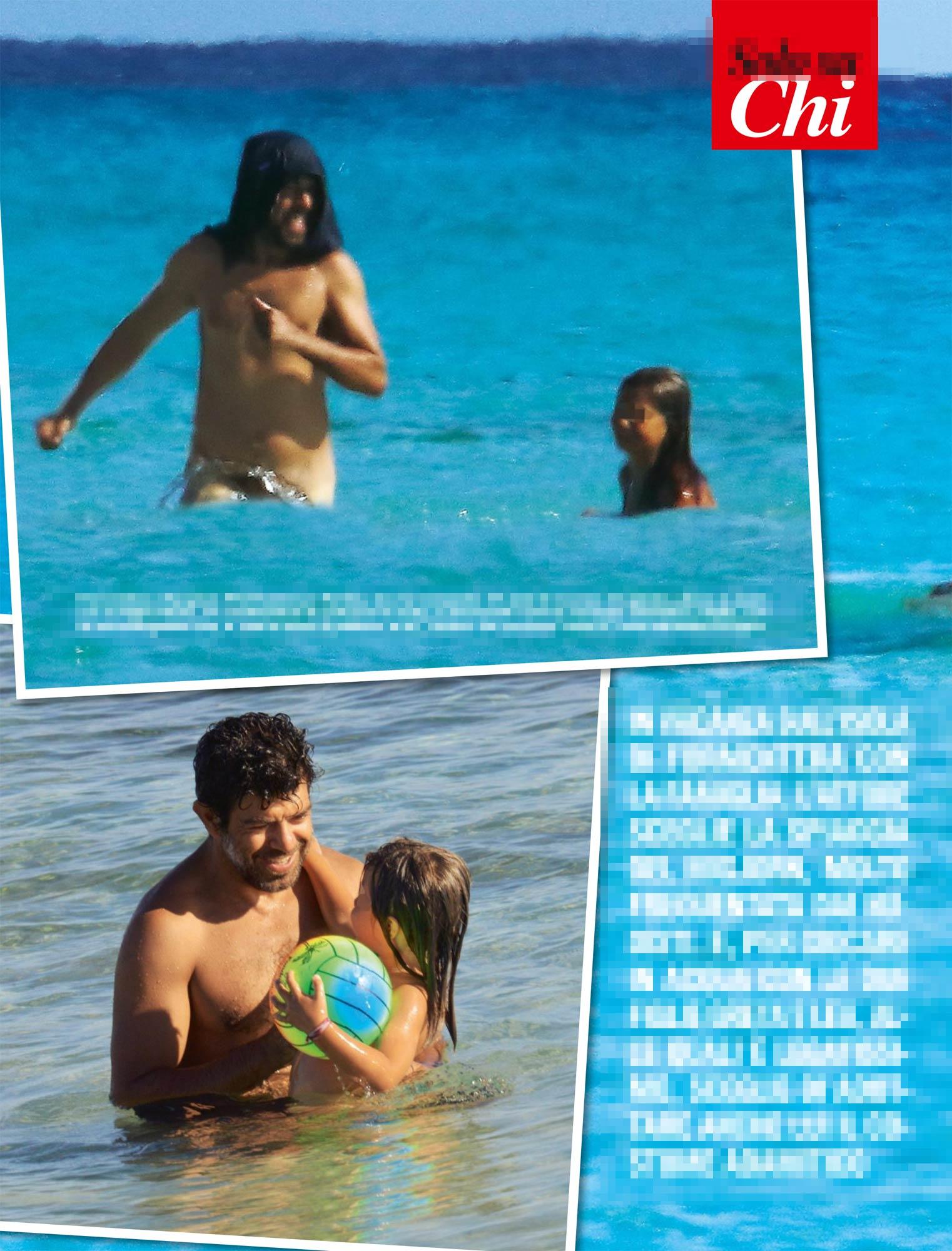 Pierfrancesco Favino, nudo al mare con le figlie