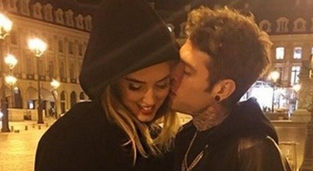 Fedez-Ferragni a gonfie vele: il rapper presenta la fidanzata ai genitori ma lei torna negli Usa