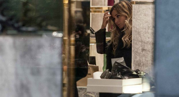 Diletta Leotta, shopping sfrenato nel centro di Milano
