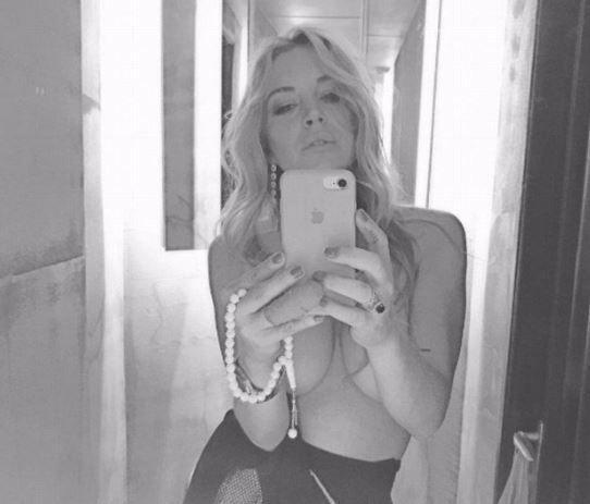Lindsay Lohan, t0pless social e nuovo fidanzato greco