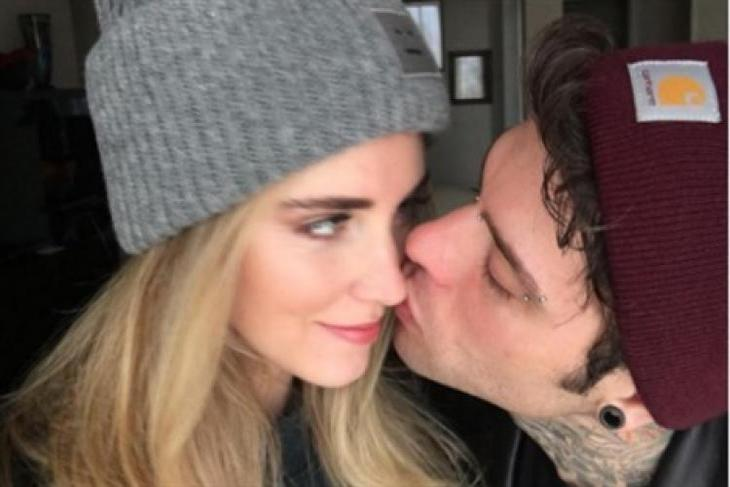 Fedez e Chiara Ferragni inseparabili, ecco il primo bacio social tra il rapper e la blogger