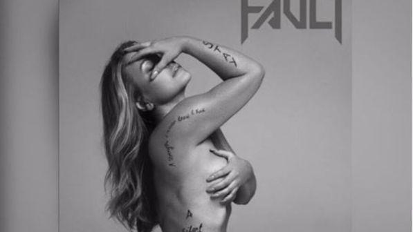 """Anastacia nu da dopo il cancro al seno: """"Cicatrici per non dimenticare"""""""