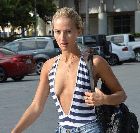 Selena Weber, sco. llatu. re h0t in spiaggia a Miami
