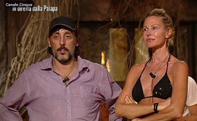 """Isola dei famosi"": Nathaly e Massimo, nervi tesi per i nominati"