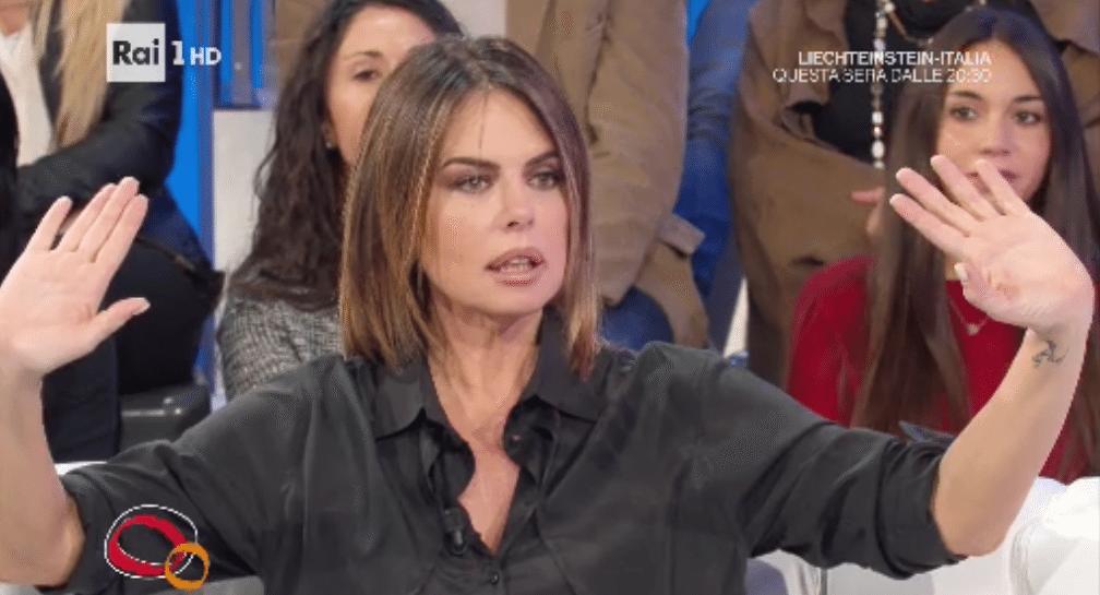 'Parliamone Sabato' cancellato, la figlia di Paola Perego insulta la Maggioni