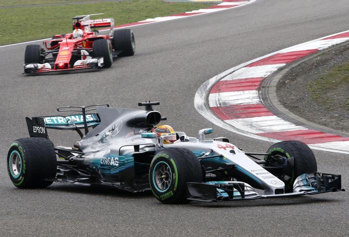 Formula Uno, Hamilton trionfa in Cina e Vettel secondo con la Ferrari