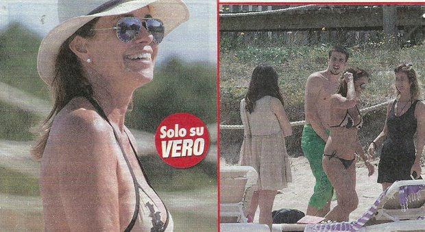 """Cristina Parodi, bikini al top nella """"luna di miele"""" col marito a Formentera"""