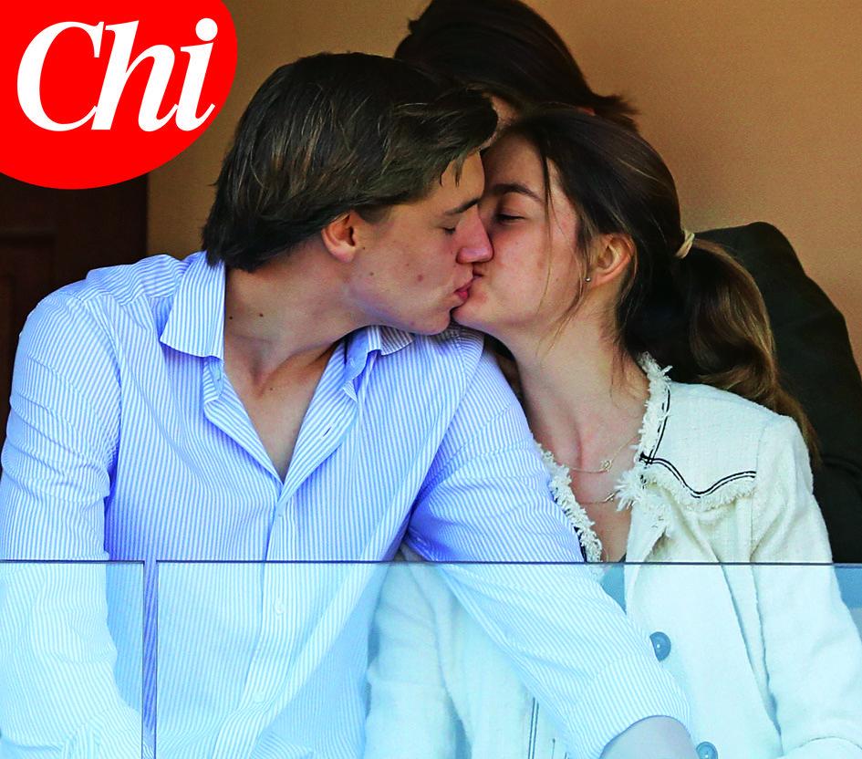 Il primo bacio di Alexandra di Hannover, sorellastra di Charlotte