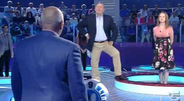 """""""Sono Roberto, vengo da Roma"""": ma il concorrente di Gerry Scotti non è un ospite qualsiasi"""
