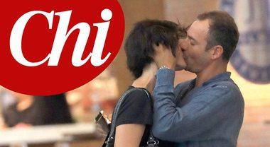 Elisa Isoardi, ma quali nozze con Salvini? A Ibiza bacia un altro...