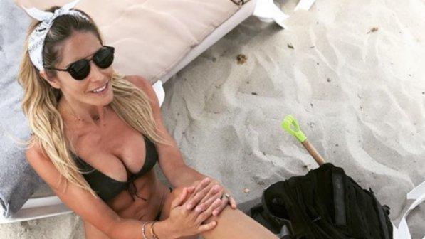 Elena Santarelli, l?estate di Formentera si fa davvero... calda