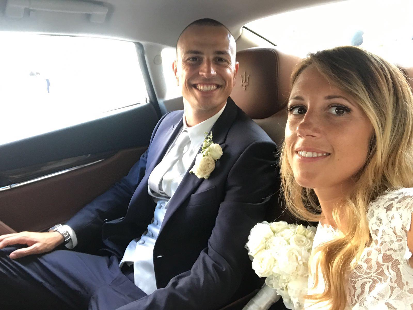 Calciatori a nozze, Antonelli dice sì sulla spiaggia di Forte dei Marmi