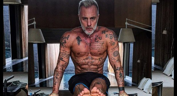 """Gianluca Vacchi, il segreto di bellezza a 50 anni: """"Mi iberno ogni giorno a -110 gradi"""""""