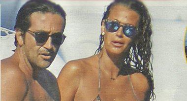 Samantha De Grenet, crociera a Ponza col marito Luca Barbato e il figlio Brando