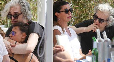 Morgan, coccole hot con la fidanzata Alessandra Cataldo e incontro con Alba Parietti