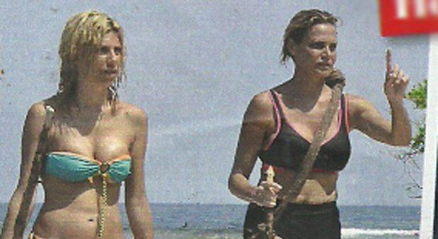 Simona Ventura estate in compagnia, vacanze al mare con Paola Caruso