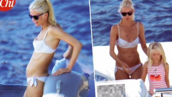 Claudia Schiffer, 47 anni e ancora un fisico da Barbie