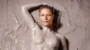 Gwyneth Paltrow, in topless e coperta di fango sulla cover del suo magazine