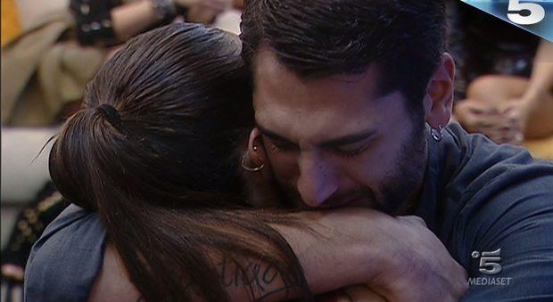 """Grande Fratello Vip, Jeremias Rodriguez in lacrime per il nonno: """"Non l'ho salutato. ero al matrimonio di Belen"""""""