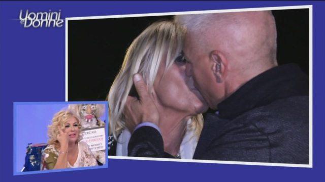 Uomini e Donne Over, è subito bacio tra Gemma e Riccardo