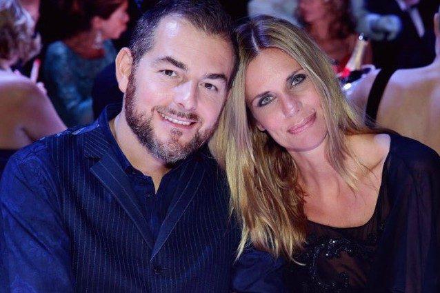 Daniele Bossari, proposta di nozze a Filippa. Sui social bacio in diretta e auguri