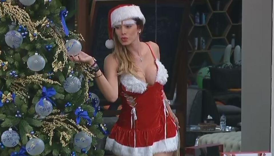 """""""Grande Fratello Vip"""", Aida è una Babbo Natale super sexy"""