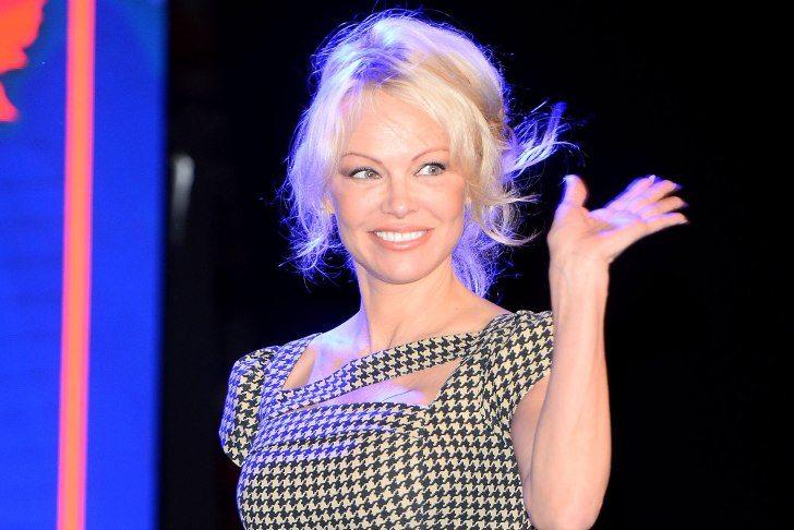 """Pamela Anderson sul caso Weinstein: """"Si sa cosa succede nelle stanze d'hotel"""""""