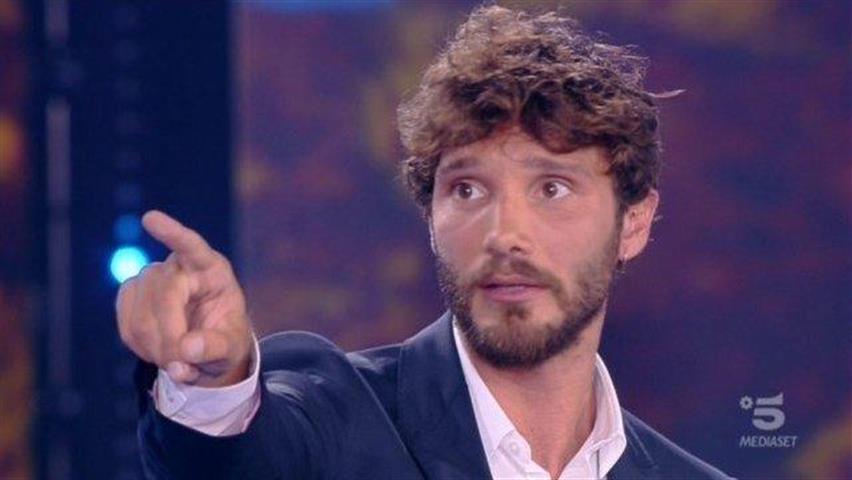 Stefano De Martino choc: «Le ragazze mi prendono per un pervertito»