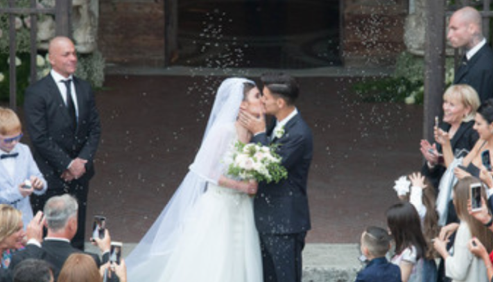 Lorenzo Pellegrini si sposa, i calciatori della Roma in festa