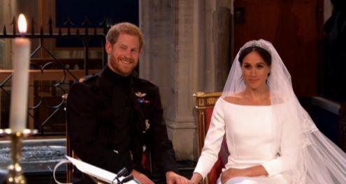 Meghan Markle non si inchina di fronte alla Regina: Harry rivolge alla nonna un cenno con il capo