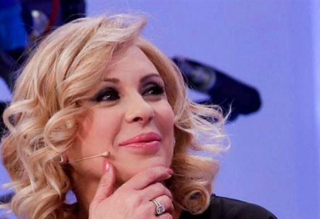 Tina Cipollari dice addio a U&D, ma c'è il no di Maria De Filippi