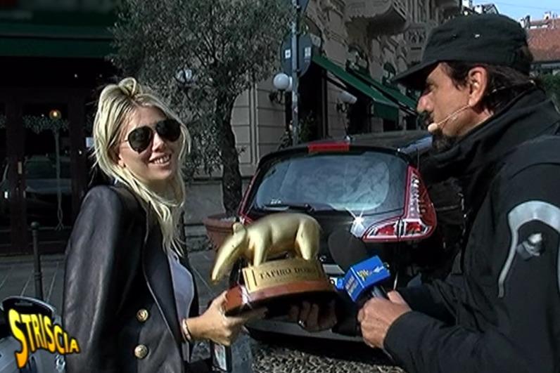 Striscia la Notizia, Tapiro d'oro per Wanda Nara che rischia 4 mesi di carcere per colpa dell'ex Maxi Lopez