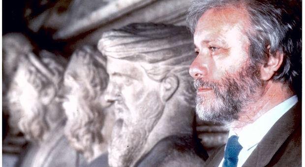 Luciano De Crescenzo morto a 90 anni: scrittore e filosofo. Arbore e Laurito in ospedale con lui fino all'ultimo minuto