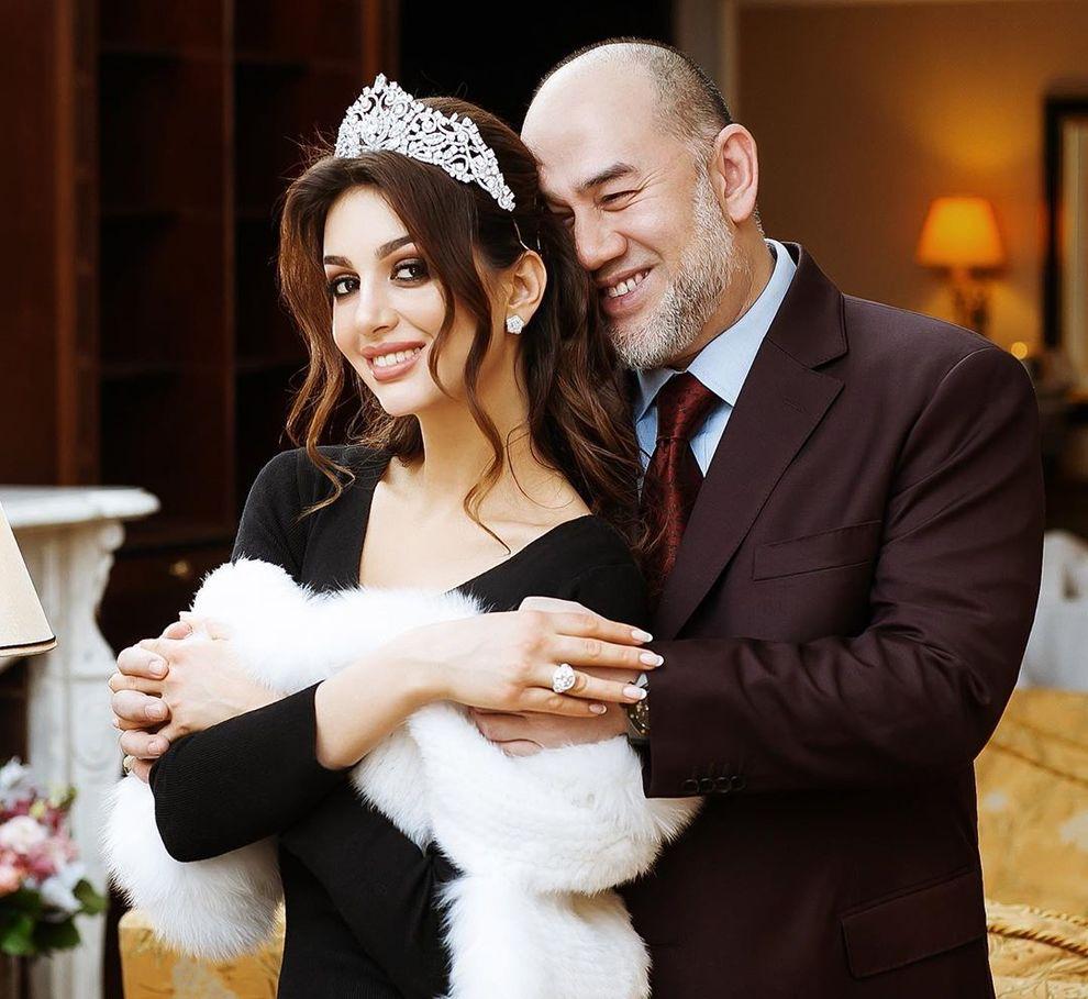 Rinuncia al trono per sposare una miss russa, dopo appena sette mesi arriva il divorzio