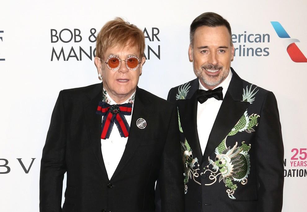 Elton John: «Ho sempre paura di morire senza veder crescere i miei figli»