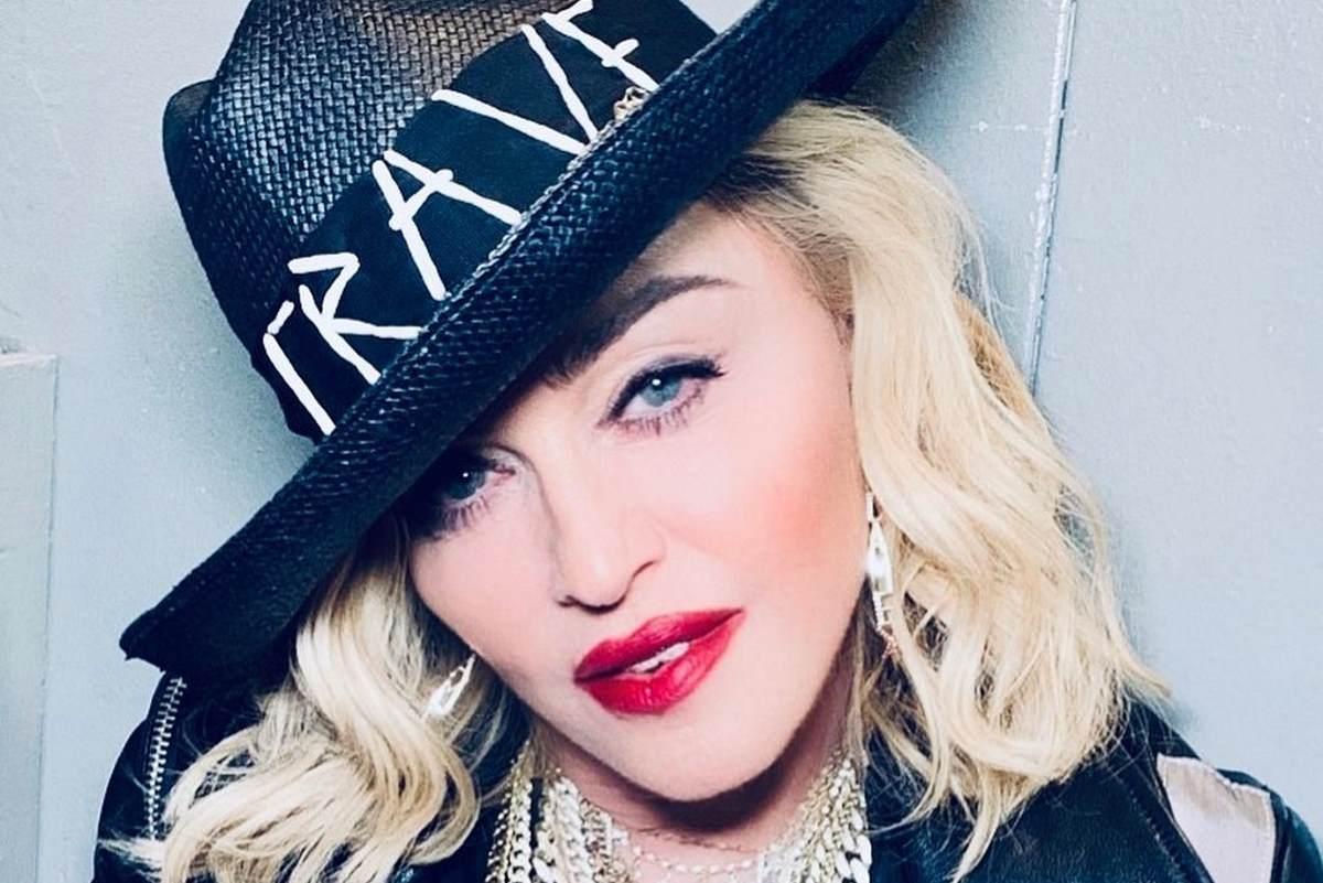 Madonna beve la sua pipì dopo un bagno nel ghiaccio: «Fa benissimo»