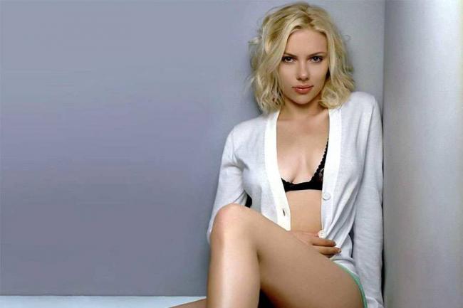 Scarlett Johannson, la prima attrice pagata quanto i colleghi uomini. Cachet da 15 mln di dollari