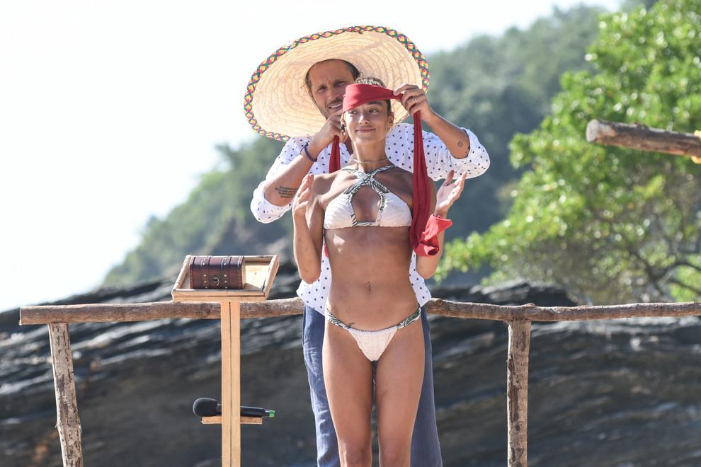 Isola dei famosi 2019, diretta decima puntata: brutto gesto di Soleil, naufraghi in rivolta