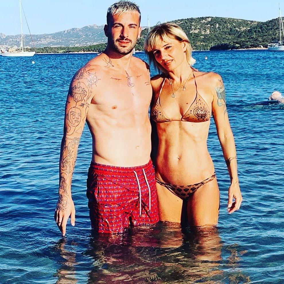 Veronica Peparini e Andreas Muller in vacanza in Sardegna. Lui annuncia: «Grandi progetti per il nostro futuro»