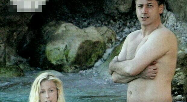 Giuseppe Conte, il premier con la compagna Olivia Paladino in costume al mare