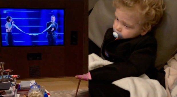 Chiara Ferragni, Leone guarda in tv l'esibizione di Fedez a Sanremo. La reazione del bimbo spiazza tutti: «Ma che dice?»