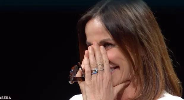 Canzone Segreta, Cristina Parodi vede i figli e scoppia in lacrime. Poi accade l'inaspettato