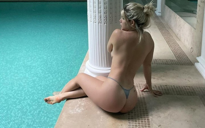 Nella piscina di Icardi, Wanda Nara in topless surriscalda la temperatura