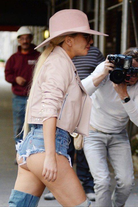 Lady Gaga col sed ere di fuori in giro per New York