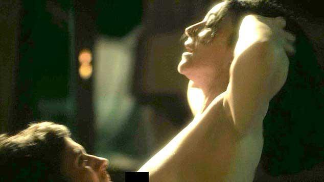 """Monica Bellucci, scan.dalosa in t0p.less nella serie """"Mozart in the Jungle"""""""