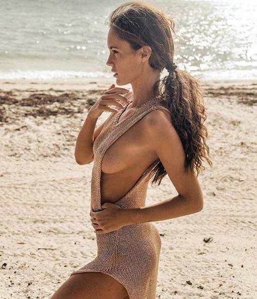 Gracia De Torres ,sho.oting bo.llente lat.o B in bella vista per l'ex naufraga